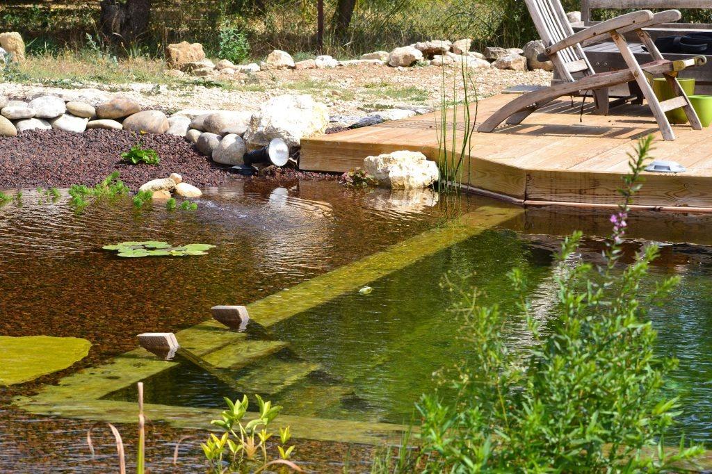 bassin d agrment avec cascade petit with bassin d agrment avec cascade latest jardin avec. Black Bedroom Furniture Sets. Home Design Ideas