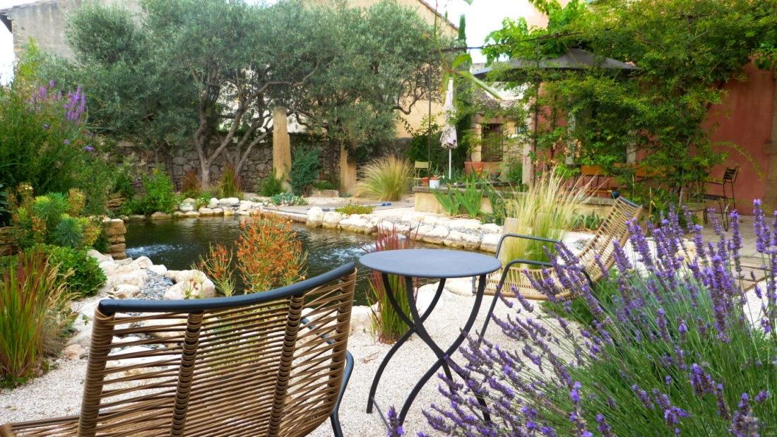 Jardin-sec-et-bassin-naturel-vaucluse