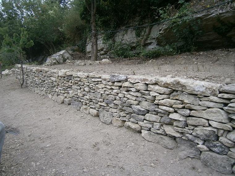 Mur-en-pierres-seches-Gordes