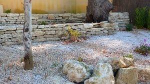 mur en pierre sèche enrochement vaucluse